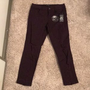 Denim - Distressed ankle jeans
